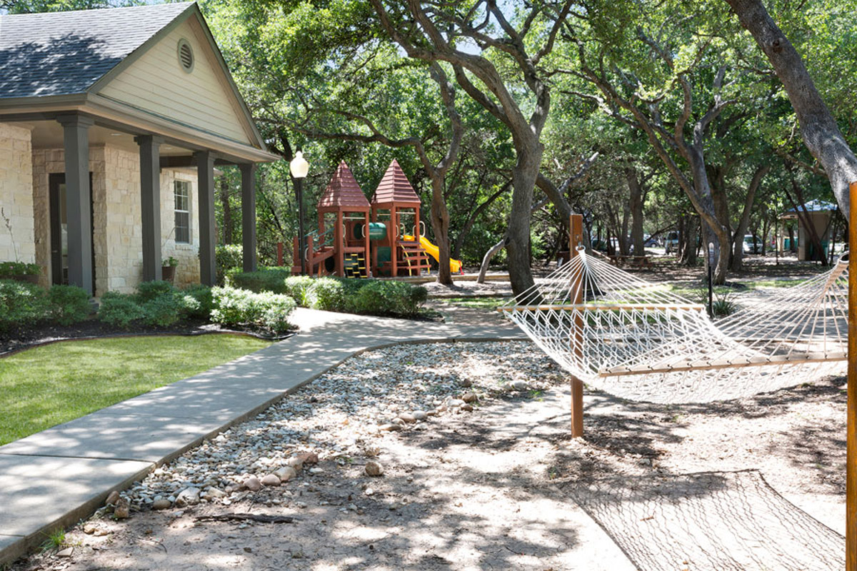Playground/Hammock at Listing #140644