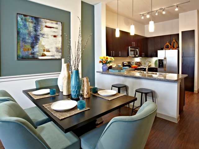 Dining at Listing #153057
