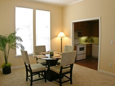 Dining at Listing #138077