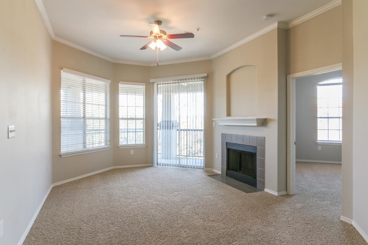 Living at Listing #140601