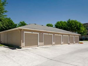 Garages at Listing #138848