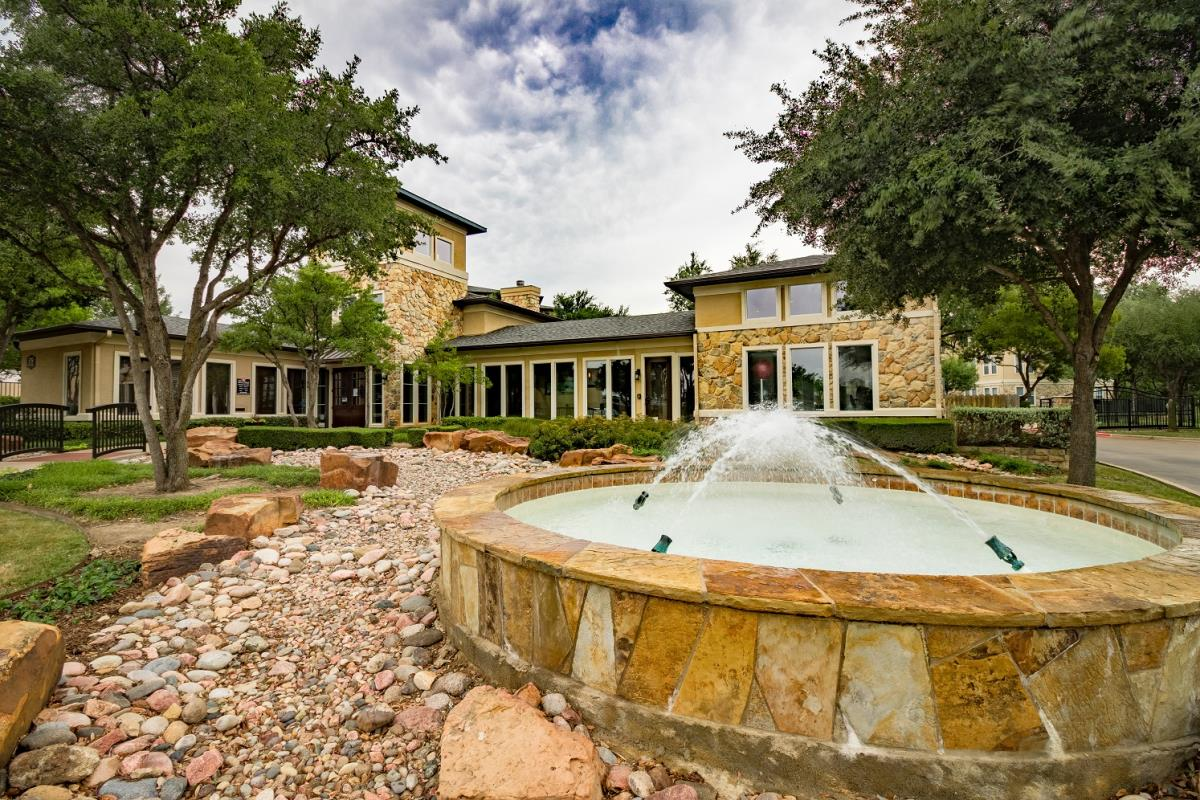 Boulders Apartments Hurst, TX