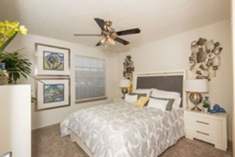 Bedroom at Listing #140543