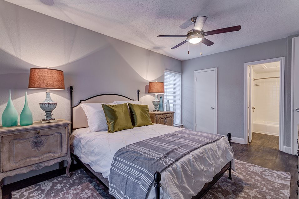 Bedroom at Listing #138768