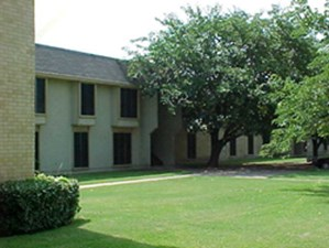 Exterior at Listing #138019
