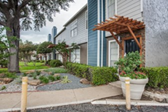 Exterior at Listing #135658