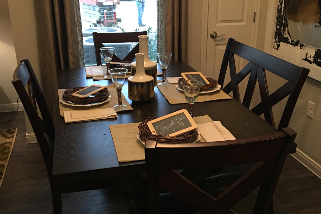 Dining at Listing #282338