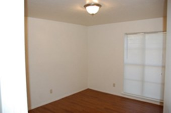 Bedroom at Listing #137334