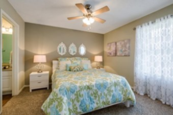 Bedroom at Listing #140942