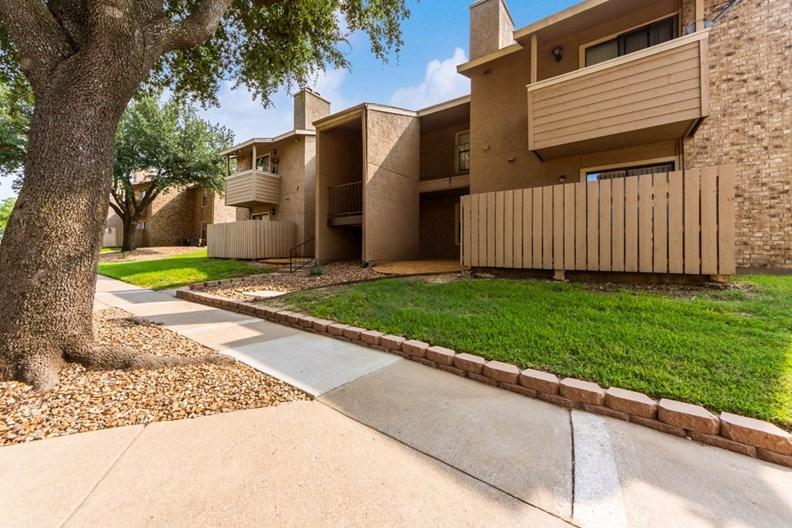Living Oaks Apartments