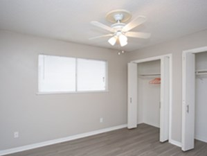 Bedroom at Listing #305126