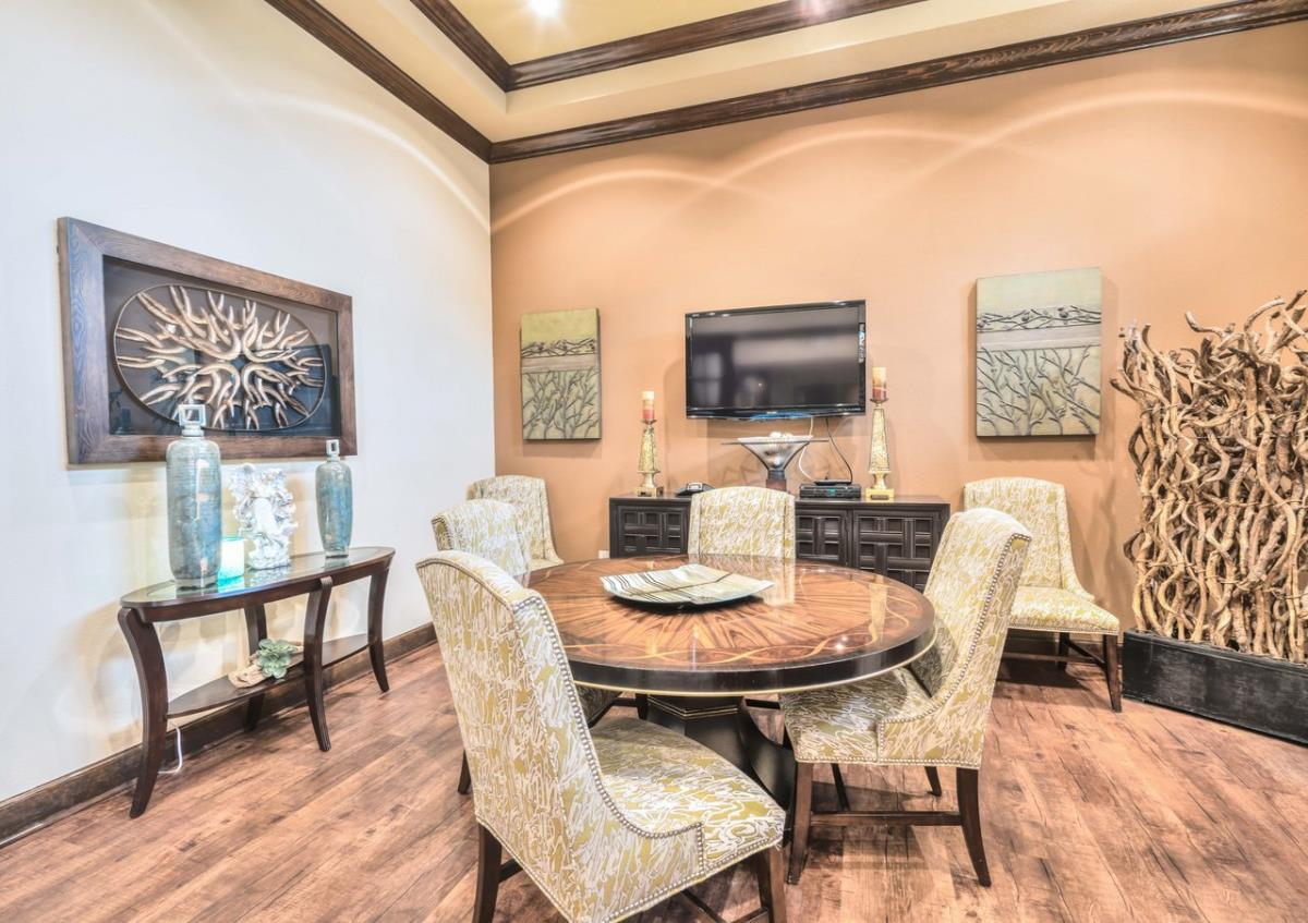 Dining at Listing #155267