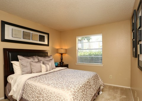 Bedroom at Listing #136791