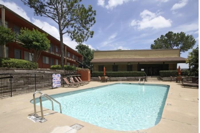 Pool at Listing #137322