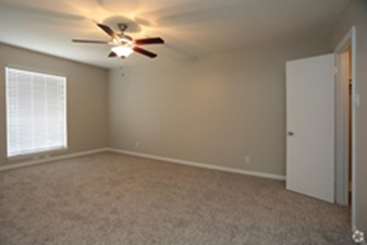 Bedroom at Listing #141328