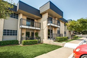 Exterior at Listing #136578