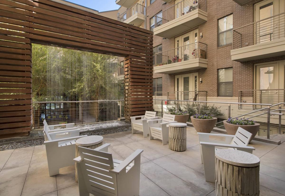 Lounge at Listing #147880