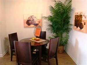 Dining at Listing #139868