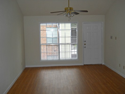 Living at Listing #266547