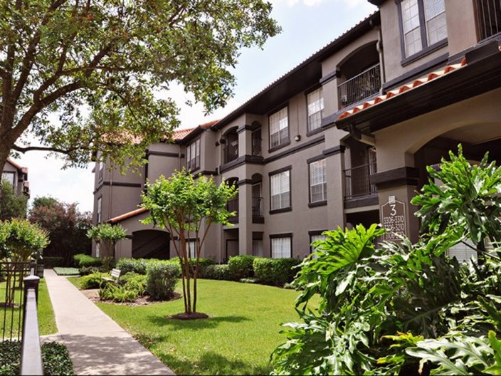 Villas at River Oaks Apartments