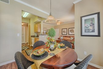 Dining at Listing #141469