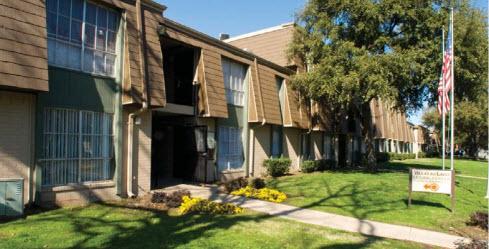 Villas Del Lago Apartments Dallas TX