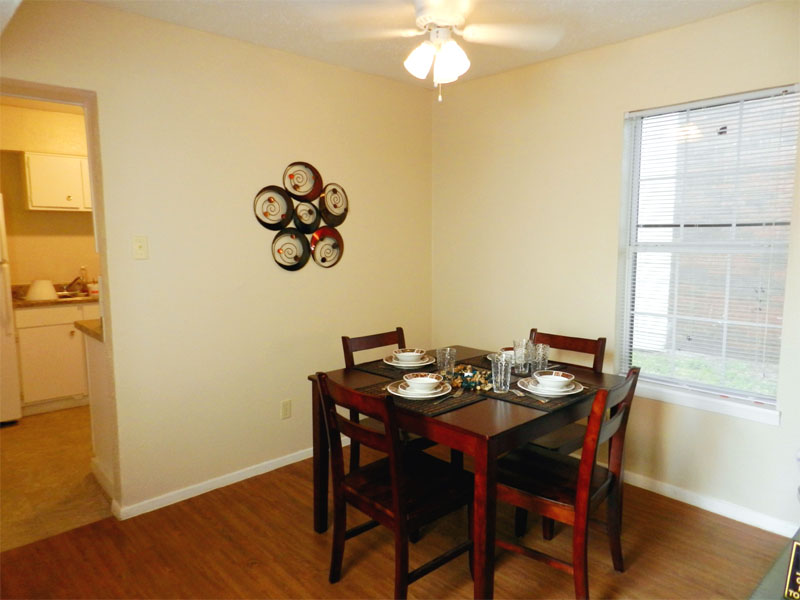 Dining at Listing #136825
