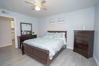 Bedroom at Listing #138502