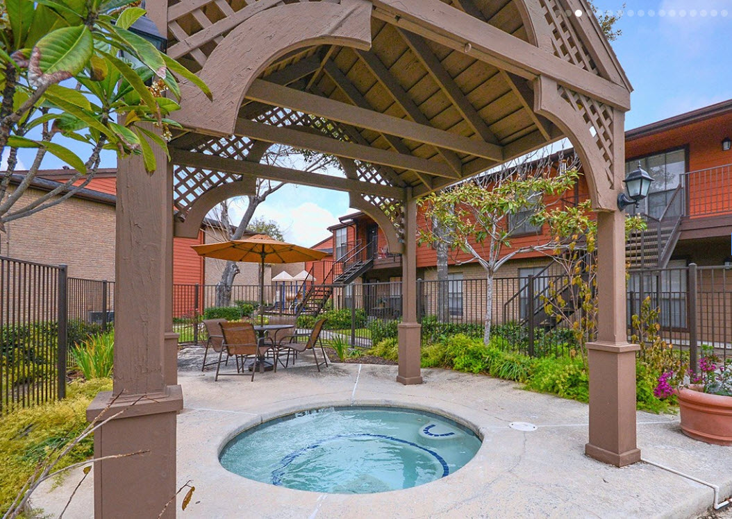 Hot Tub at Listing #139043