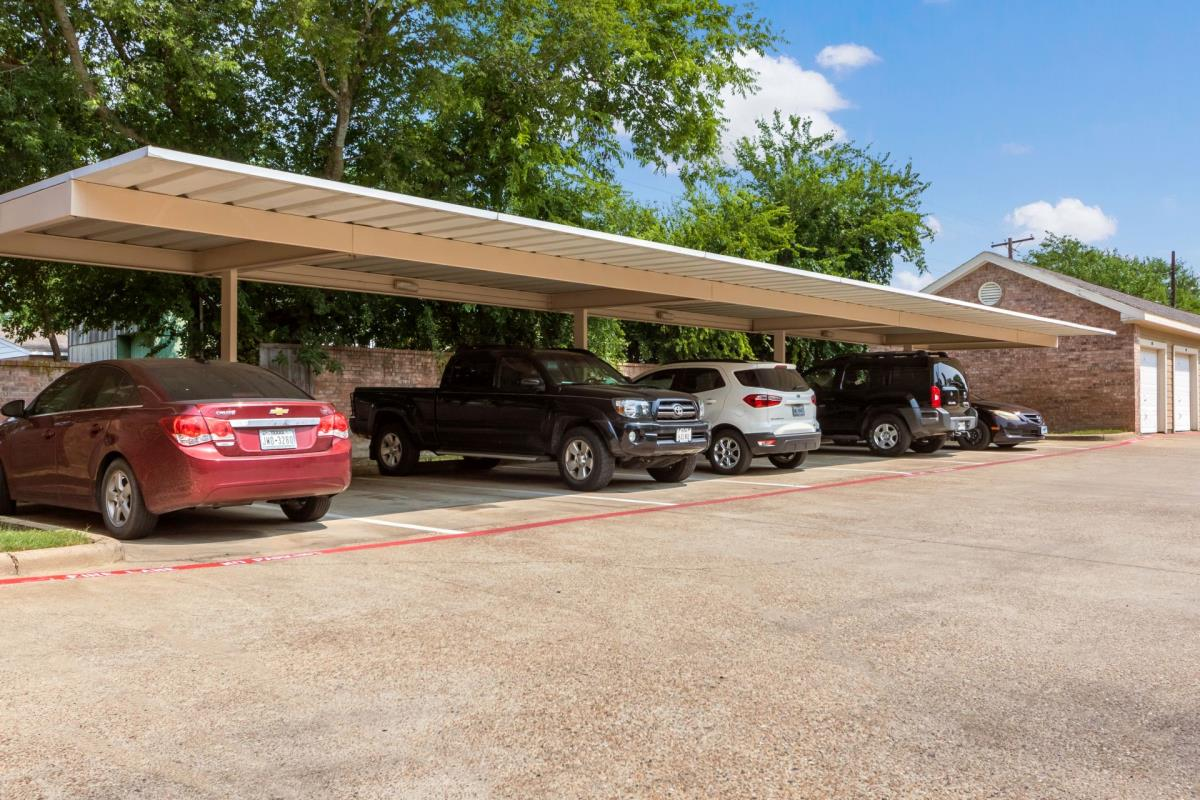Covered Parking at Listing #138220