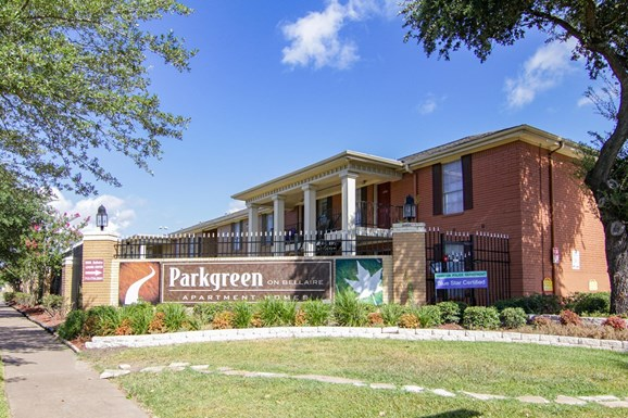 Parkway on Bellaire Apartments