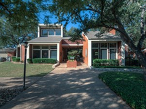 Exterior at Listing #140356