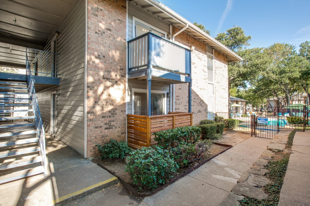 Exterior at Listing #136853
