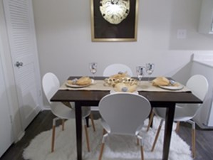Dining at Listing #141294