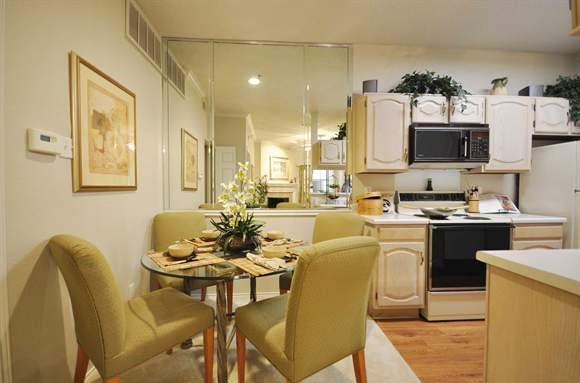 Dining at Listing #135904