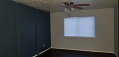 Bedroom at Listing #137536