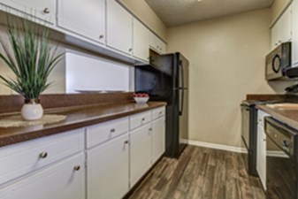 Kitchen at Listing #141290