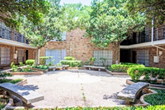 Courtyard at Listing #139846