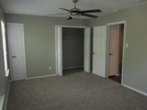 Bedroom at Listing #136793
