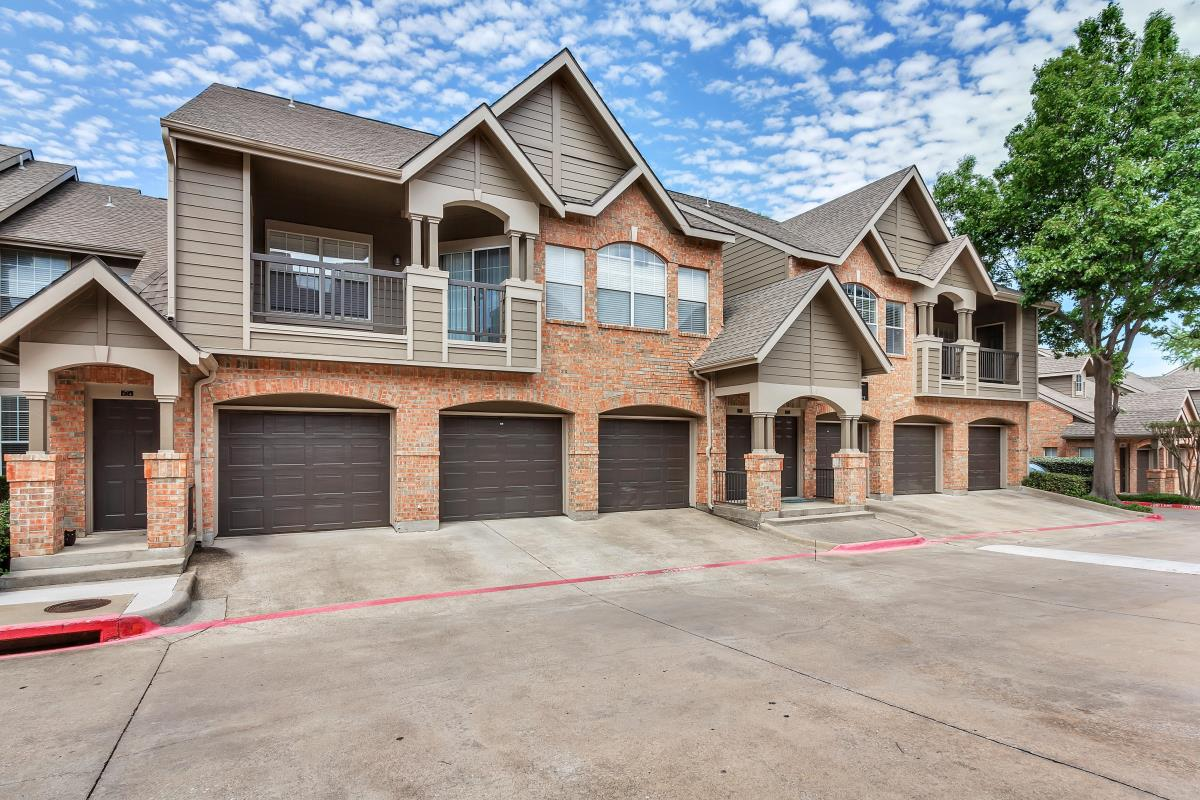 Exterior at Listing #137535