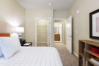 Bedroom at Listing #304280