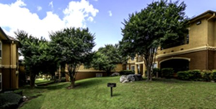 Courtyard at Listing #141408