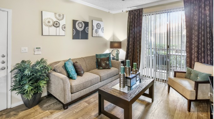 Living at Listing #137417