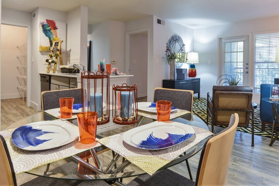 Dining at Listing #140152