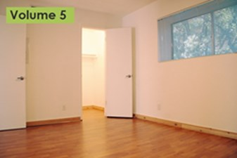 Bedroom at Listing #236400