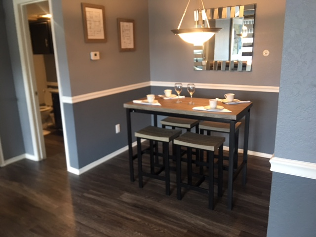 Dining at Listing #136749
