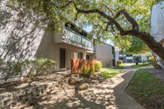 Courtyard at Listing #141320