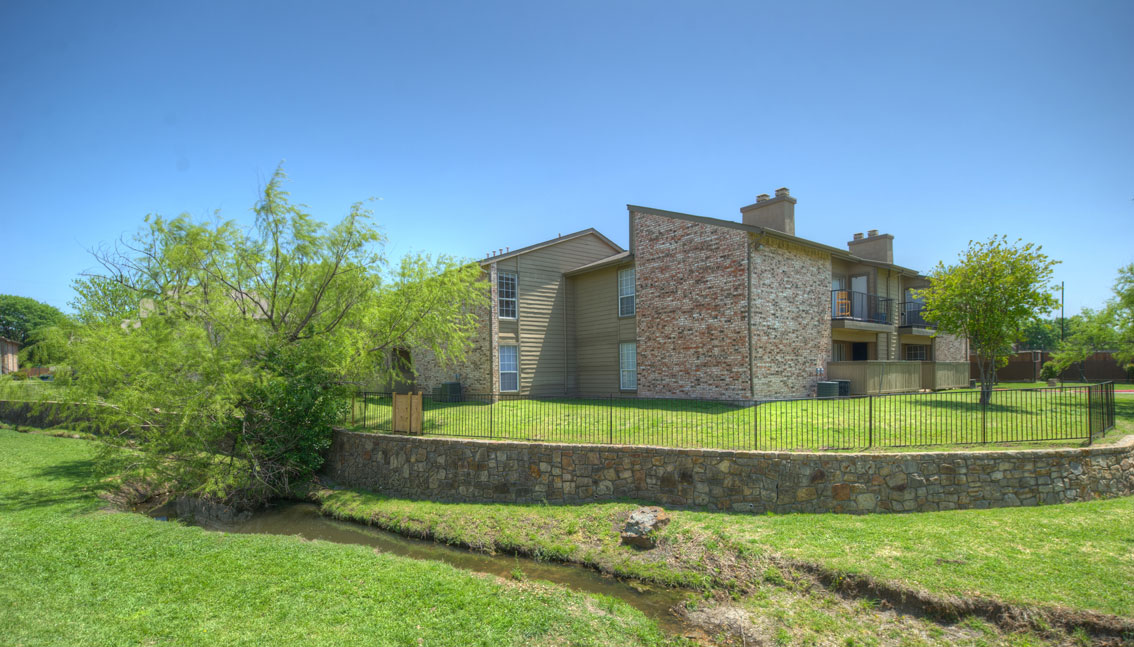 Exterior at Listing #136558