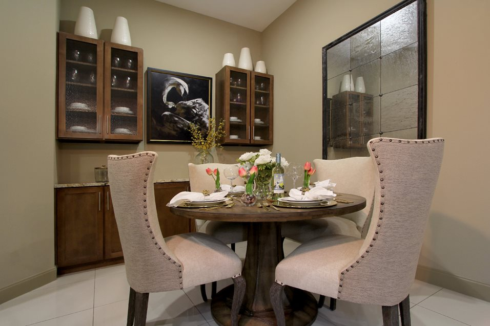 Dining at Listing #249917