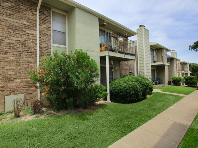 Exterior at Listing #136703